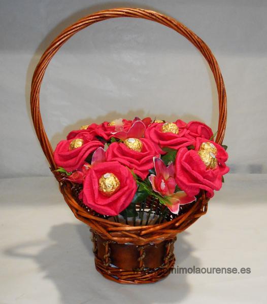 Centro de flores de bombón ferrero