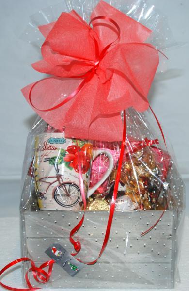Caja regalo con bombones y taza