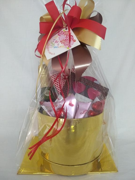 Caja regalo bombones y aperitivos
